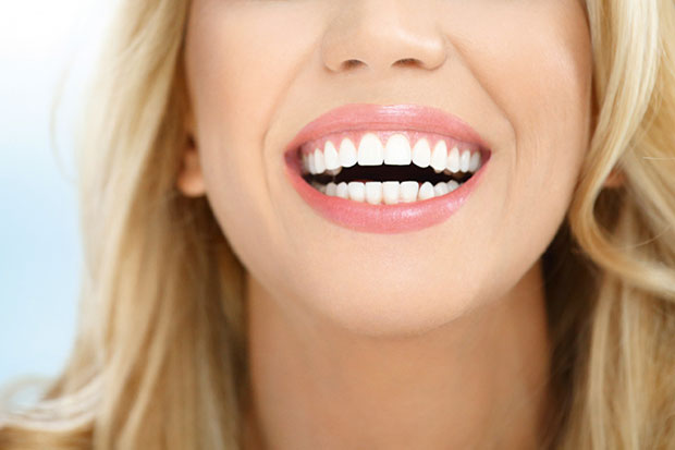Крупные Зубы Девушки